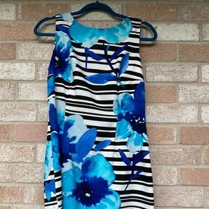 Floral sleeveless round neck tea dress